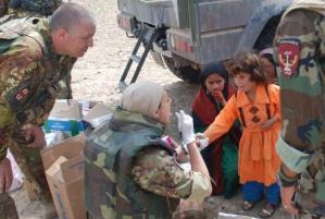 Villaggio_di_DAN_JAR_militari_italiani_prestano_assistenza_sanitaria_alla_popolazione_672-458_resize