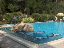 hotel millepini la-piscina-esterna-al
